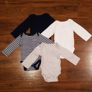 3/$20 or 2/$10 Cloud Island Onsies - 4(NB)